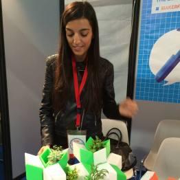 Sara vignoli alla Maker Faire 2015 presso lo stand del Fab Lab di Sassari
